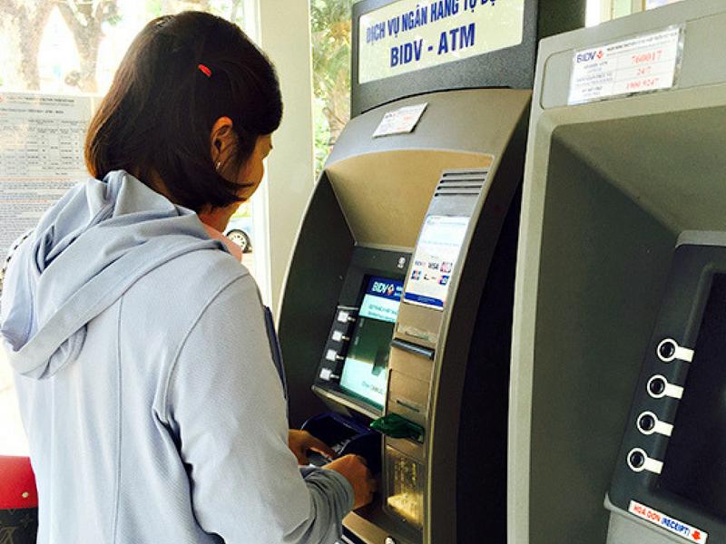 Bao nhiêu tuổi thì được làm thẻ Ngân Hàng? | baonhieu.net